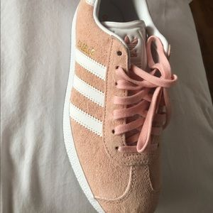 Adidas Gazelle tennis shoes